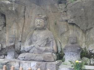 大きな石仏に感動 暑い日だった