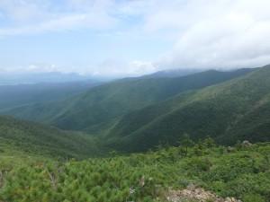 日高山脈へと続く山々