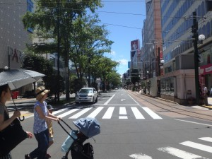 真夏の札幌 皆、薄着だ