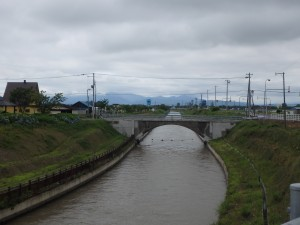日本一長い用水路 毎秒42トンの水が流れる