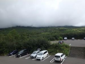 雲に隠れた十勝岳連峰