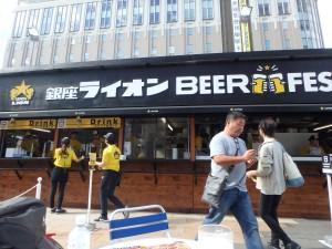 一人でビールをいただく うまい!