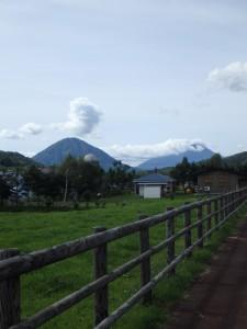 左が尻別岳(男山) 右が羊蹄山(女山)