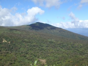 きれいな形の岩内岳 今朝は海側から眺めた