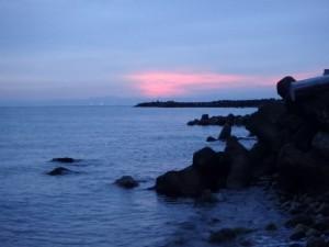 朝焼けの朝里海岸