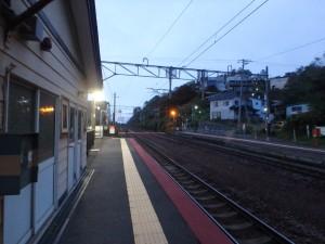 早朝の朝里駅構内