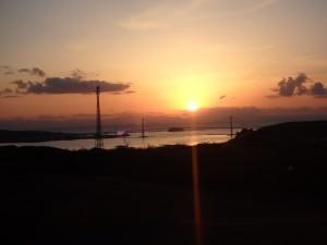 おだやかな夕日を眺める