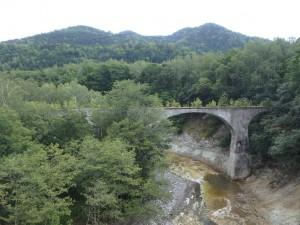 立派なアーチ橋
