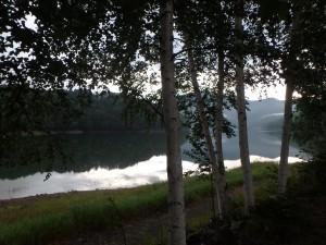 風が無く、美しい湖