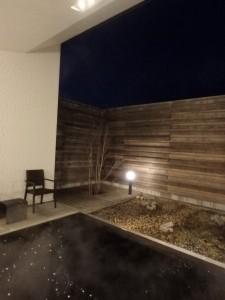 温泉でゆっくりと温まる