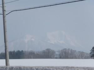 大きく見える尻別岳