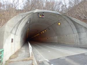 車が多い伊達トンネル