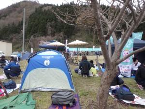 寒いのでテントは必須