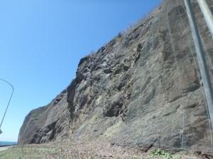 急な断崖が続く それで山道ができた