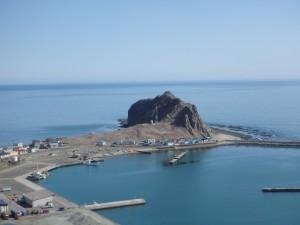 遠くから見ると きれいなエンルム岬
