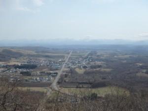 忠類の街並が見える 日高山脈はよく見えない