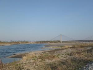十勝川に沿って走る