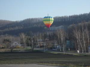 きれいな色の熱気球