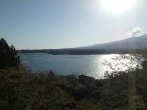 きれいな加茂湖と国中平野