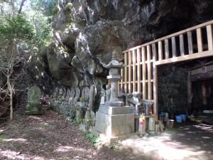 無人の石窟