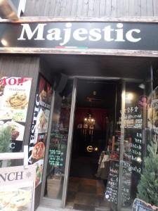 初めて入る謎の店