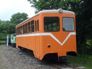 客車と機関車があった