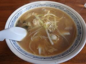 みそとしょう油のスープが 牡蠣にあってうまい