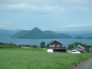 きれいな景色の洞爺湖 GLA-GLAへの道にて