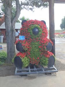 花でできた大きな熊
