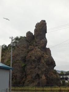 早朝のゴジラ岩