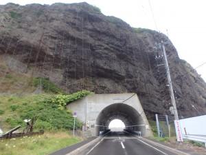 トンネルを走る