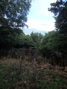 有珠山と昭和新山が見える