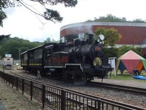 煙を吐く蒸気機関車