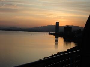 琵琶湖の日の出に感動