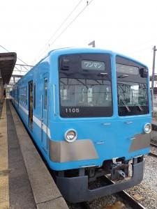 青い列車の近江鉄道