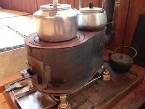 暖かいだるまストーブに お湯が沸いていた