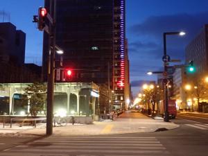 夜明け前の大通公園は寒い