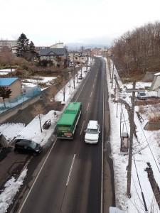 バスが通る中島港北通