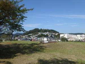 小高い丘にある公園