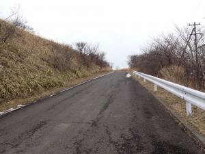 急な坂道を上る