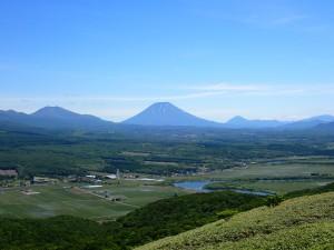 左にニセコアンヌプリ 右奥に尻別岳
