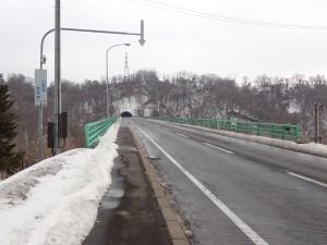 橋の向こうはトンネル