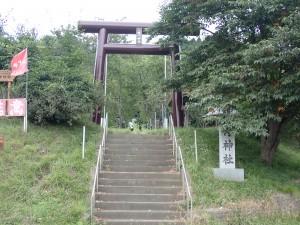 草の生える幌内神社 この先は行き止まり